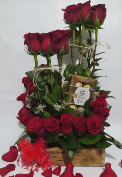 """Arreglo Floral """"Rosas y Chocolates"""" Producto_desayunossorpresas.com"""