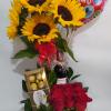 """Arreglo Floral """"Rosas, Girasoles y Chocolates"""" Producto_desayunossorpresas.com"""
