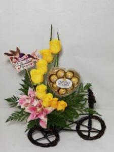 desayuno bicicleta con flores: arreglos florales, desayunossorpresas.com