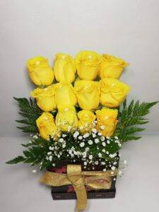 Gleria de arreglos florales: arreglo floral caja con rosas- desayunossorpresas.com
